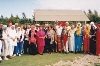 Früh haben Damen und Herren aus dem Morgenland den Platz besichtigt und danach die Plätze in Dubai und Abu Dhabi gebaut.