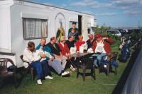 Einige Gründungsmitglieder auf der Terrasse vor dem ersten Clubhaus.